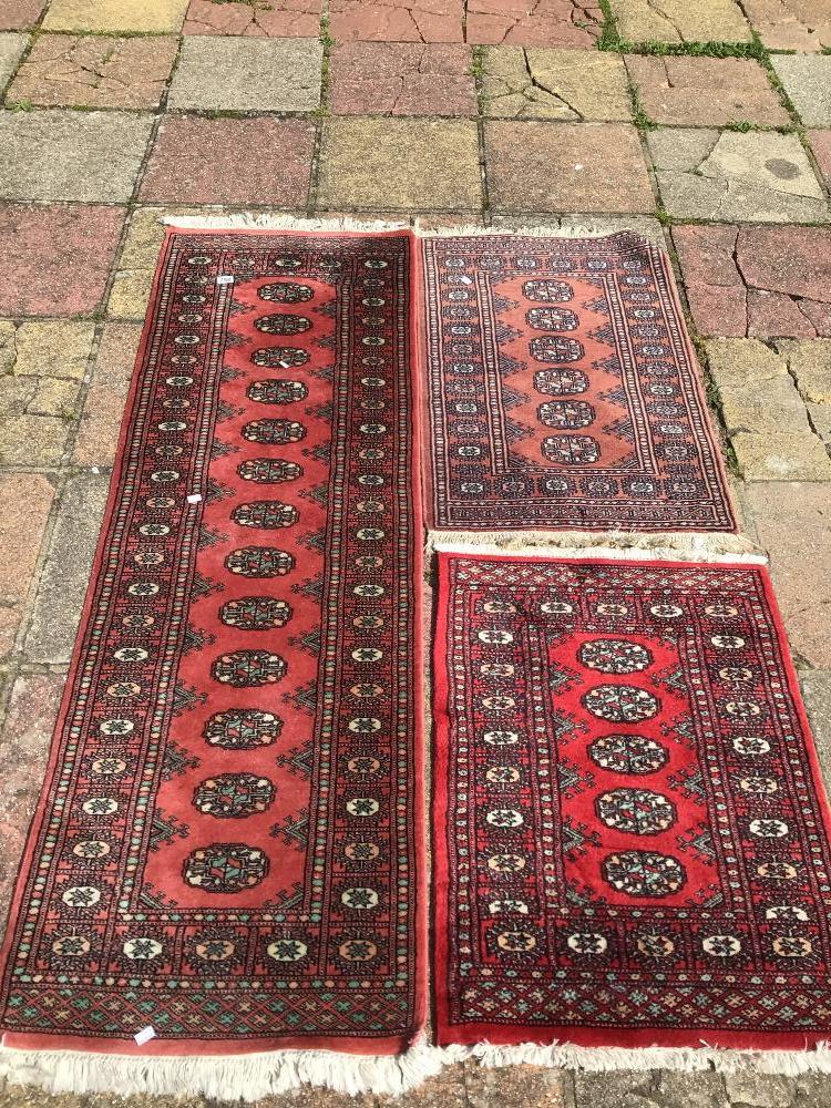 A VINTAGE WOOL CARPET RUNNER WITH TWO OTHER WOOL RUGS, LARGEST 195 X 65CM
