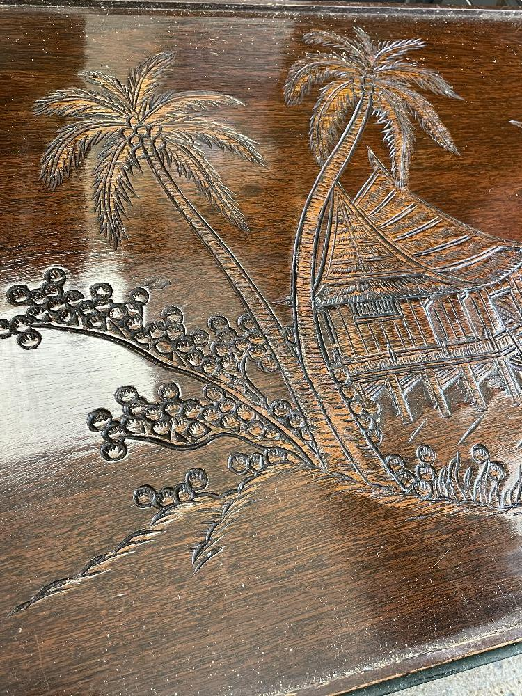 A CARVED WOODEN GLASS TOP TABLE OF ORIENTAL DESIGN 2-TIER COFFEE TABLE, 93CM X 47CM X 46CM - Image 3 of 9