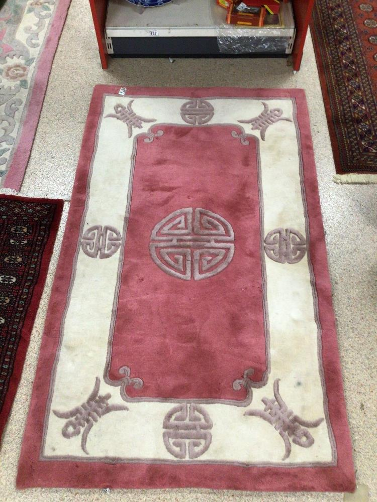 A VINTAGE CHINESE RUG, 153 X 92CM - Image 2 of 3