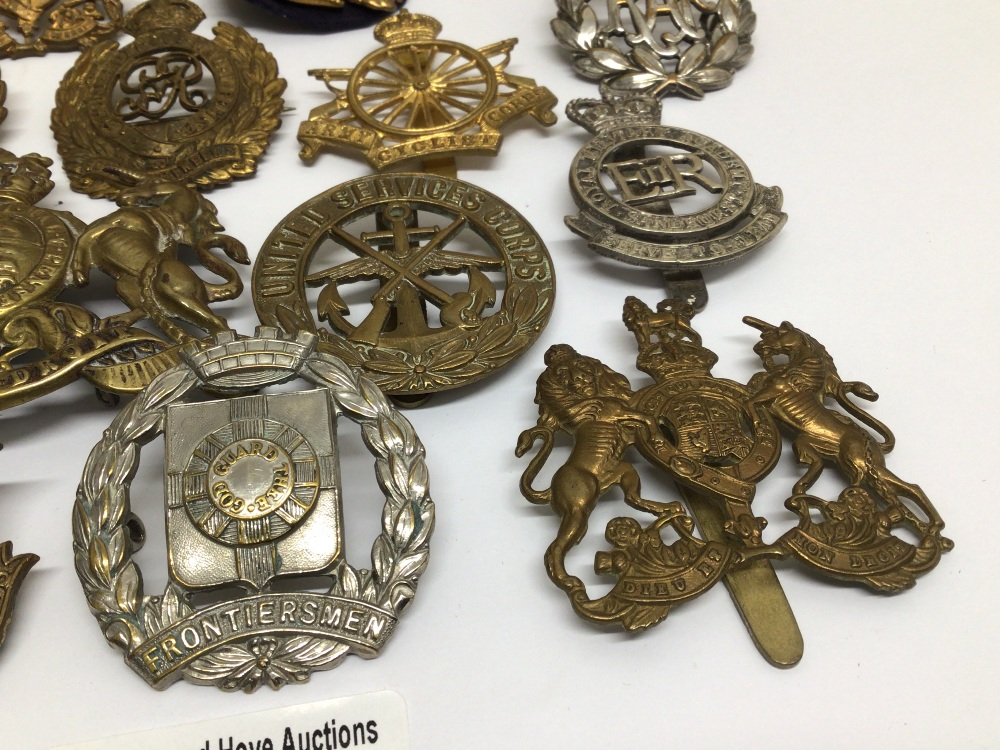 A QUANTITY OF MILITARY BADGES - Image 3 of 5