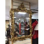 A LARGE ORNATE GILDED MIRROR, 71 X 107CM