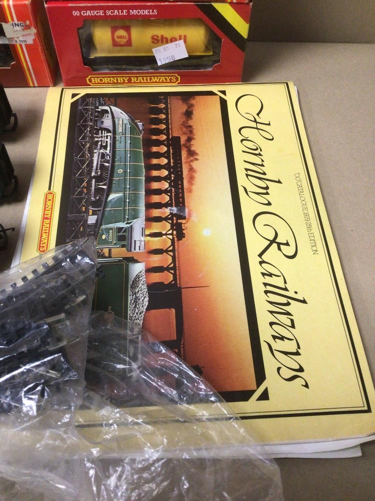 MIXED HORNBY TRAIN ITEMS, TWO INTERCITY 125 WITH A CARRIAGE ALSO BOXED (R-474, R-719, R-227, AND - Image 2 of 6