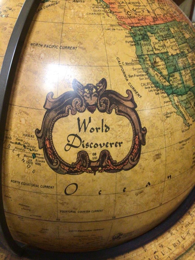 A TABLE TOP WORLD DISCOVERER WOODEN FRAMED GLOBE, 46CM HIGH - Image 3 of 5