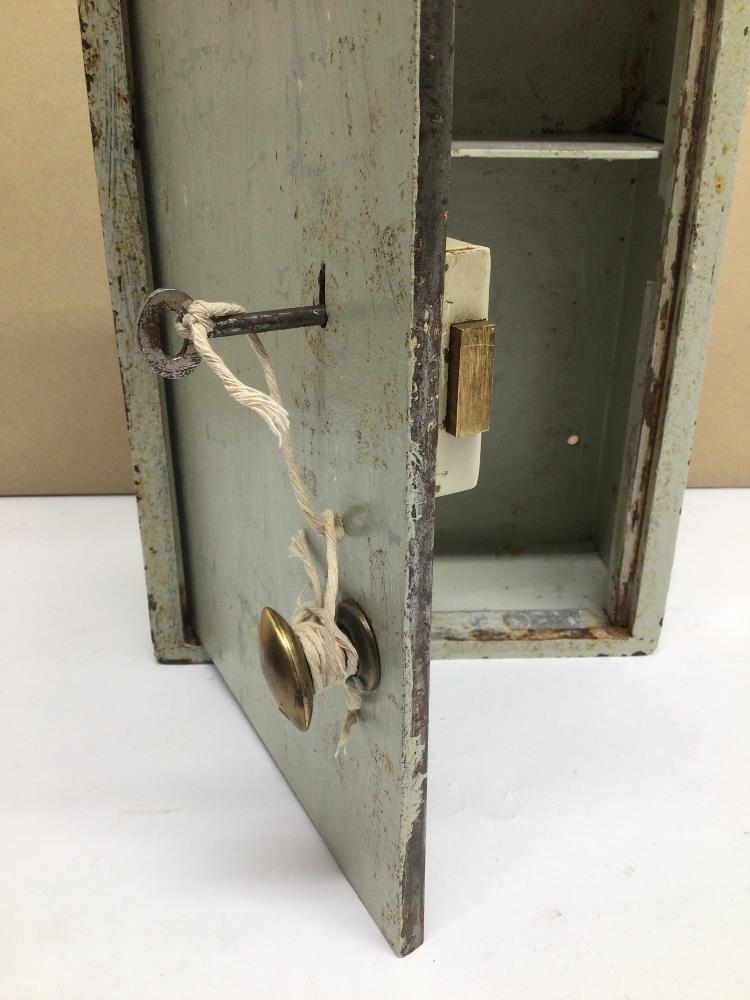 A VINTAGE METAL CHUBB WALL SAFE WITH LOCK AND KEY, 35 X 23 X 11CM - Image 3 of 5