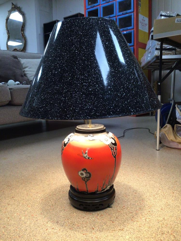 A VINTAGE CERAMIC TABLE LAMP ORANGE WITH FLOWERS AND BUTTERFLIES DECORATION, 64CM HIGH - Image 2 of 4