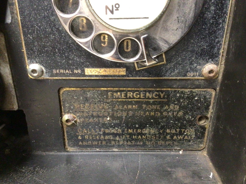 A RETRO C.1950 BLACK BAKELITE WINSTER TELEPHONE SYSTEM/BOX (MKIII, SN. 1186), TOGETHER WITH AN EMPTY - Image 3 of 6