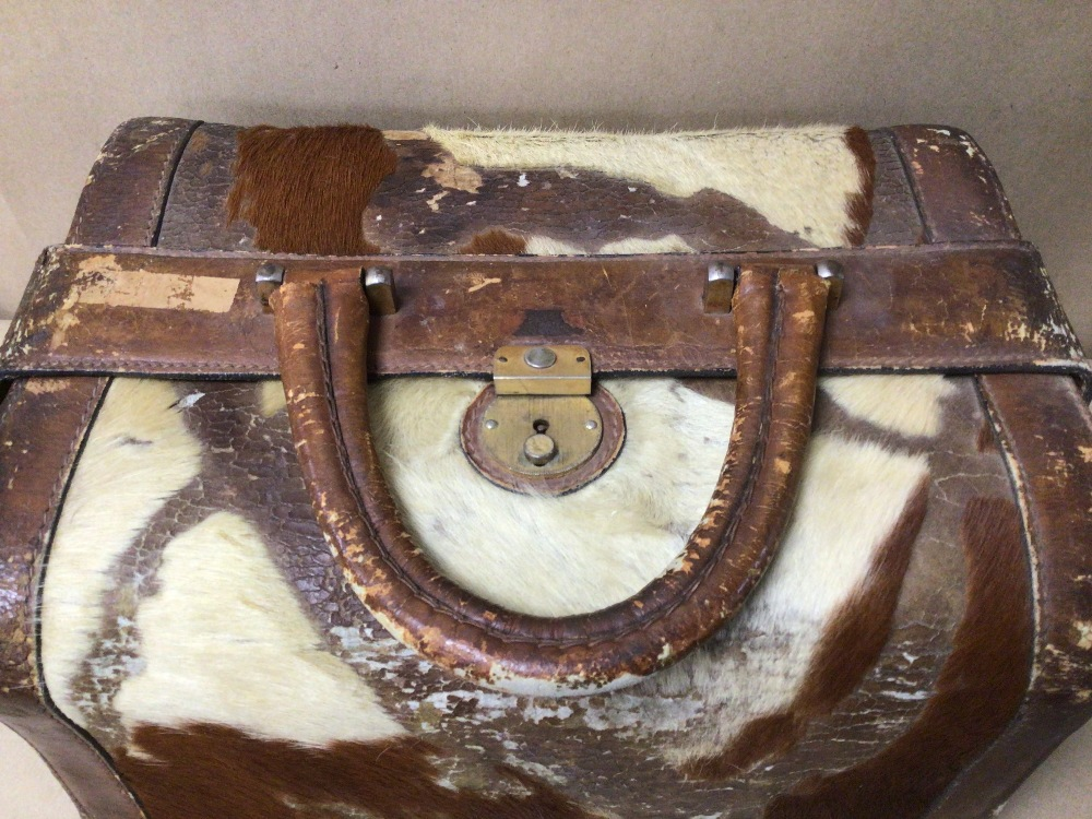 AN ARIES MADRIO HIDE/LEATHER CASE - Image 3 of 4