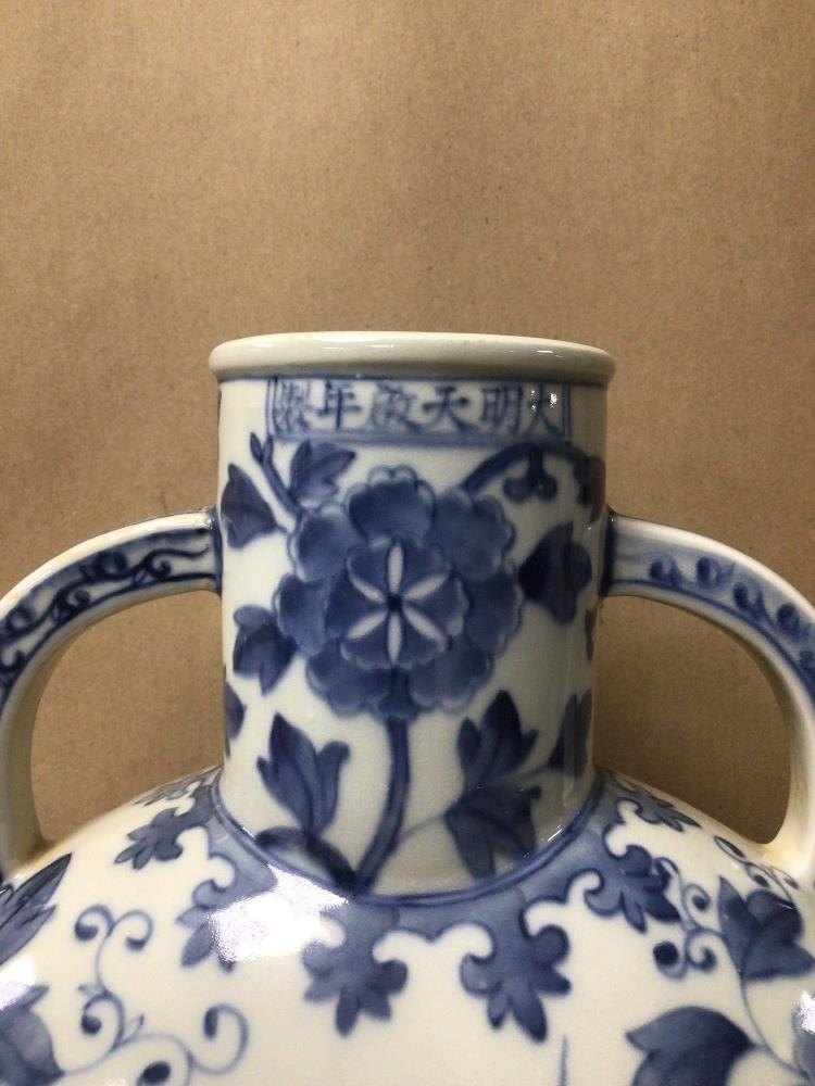 A LARGE TWIN HANDLED BLUE AND WHITE CHINESE PORCELAIN MOON VASE OF FLORAL AND BIRDS DESIGN, 34CM X - Image 3 of 7
