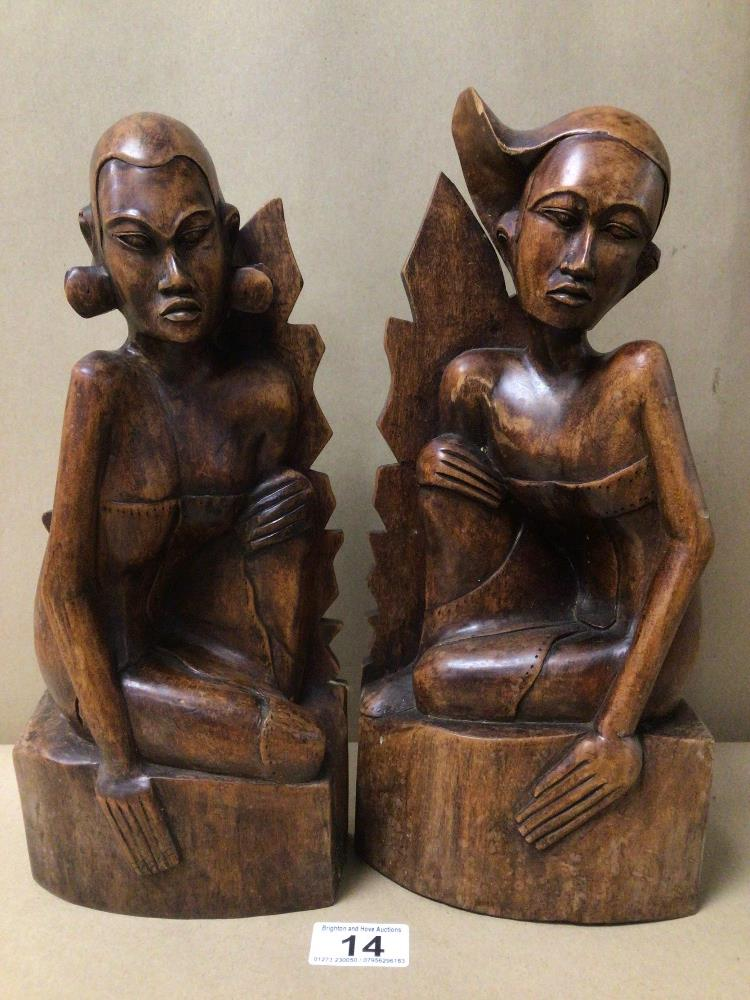 A PAIR OF PITA MAHA STYLED BALINESE CARVED WOODEN FIGURES/BOOKENDS - Image 2 of 3