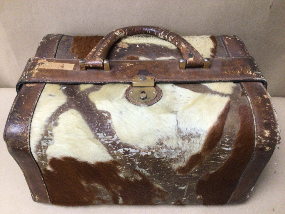 AN ARIES MADRIO HIDE/LEATHER CASE - Image 2 of 4