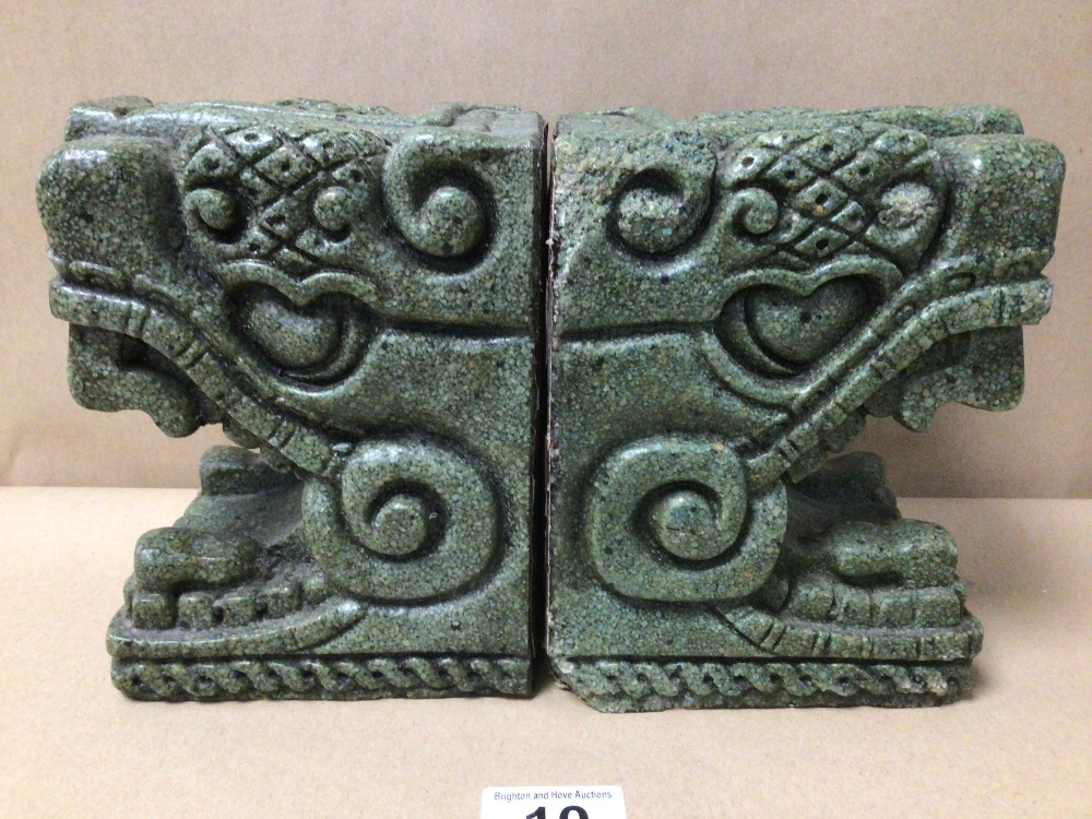 A PAIR OF COLOMBIAN STYLED STONE BOOKENDS - Image 2 of 4
