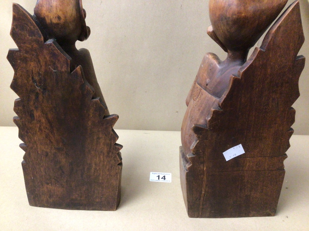 A PAIR OF PITA MAHA STYLED BALINESE CARVED WOODEN FIGURES/BOOKENDS - Image 3 of 3