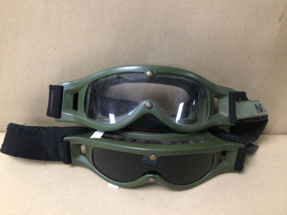 TWO PAIRS OF DUTCH ARMY MVD BALLISTIC GOGGLES, WITH SERVICE NAME TAGS. ONE PAIR CLEAR AND THE - Image 2 of 6