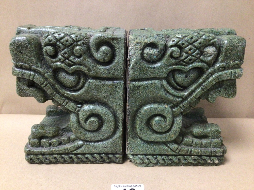 A PAIR OF COLOMBIAN STYLED STONE BOOKENDS - Image 3 of 4