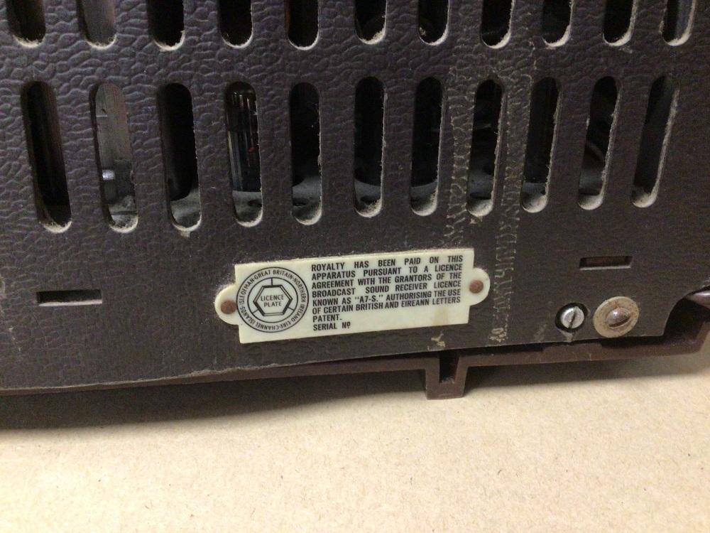 A RETRO C.1950 HIS MASTERS VOICE (HMV) CLOCK RADIO MODEL 1127, SERIAL 90362, (UNTESTED) - Image 6 of 7