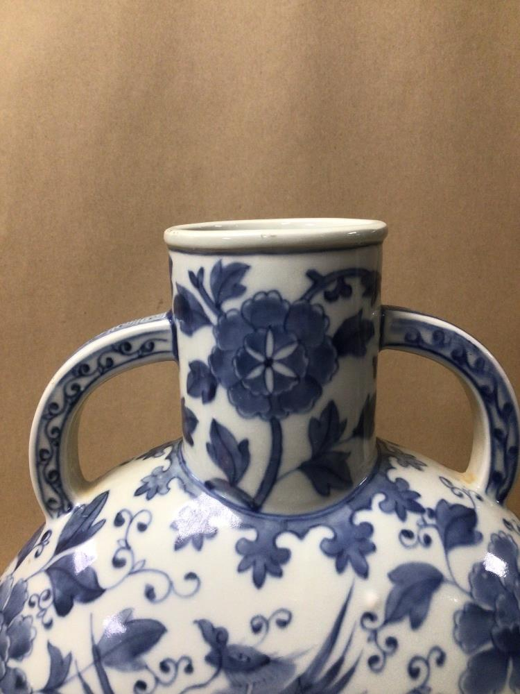 A LARGE TWIN HANDLED BLUE AND WHITE CHINESE PORCELAIN MOON VASE OF FLORAL AND BIRDS DESIGN, 34CM X - Image 5 of 7