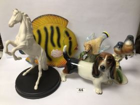 MIXED CHINA ANIMAL FIGURES INCLUDES ROYAL DOULTON