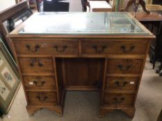 VINTAGE LADIES KNEEHOLE WRITING DESK WITH GREEN LEATHER TOP, 90 X 60 X76CM