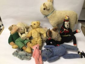 MIXED VINTAGE AND ANTIQUE STUFFED TOYS