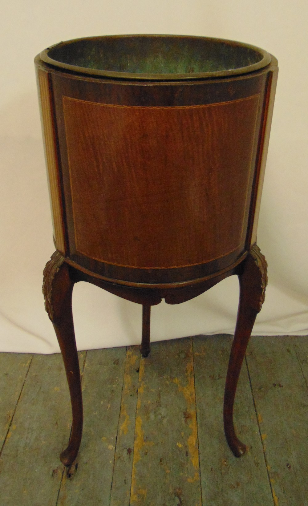 An Edwardian mahogany and satinwood wine cooler of cylindrical form with detachable copper liner, on
