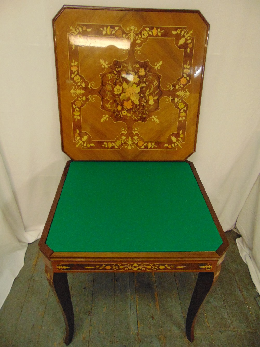 An Italian rectangular Sorrento style games table inlaid with floral clusters and stylised leaves - Image 2 of 3