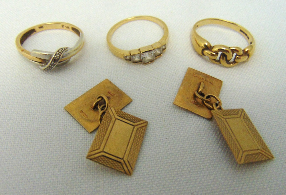 A quantity of 9ct gold jewellery to include a pair of cufflinks and thee rings, approx total