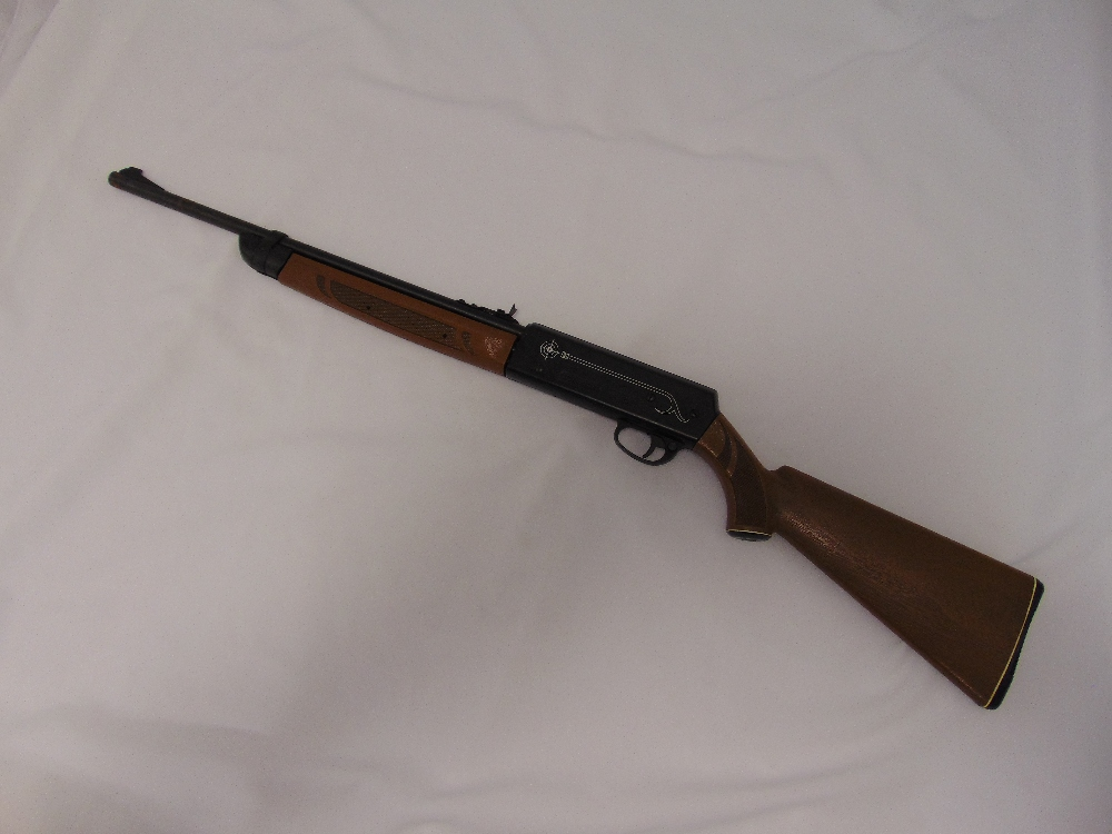 Crosman 2200 Magnum model 2200A air rifle with simulated wooden stock