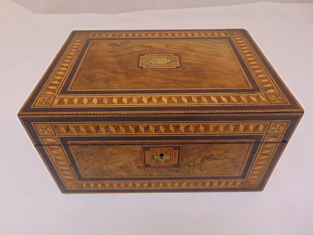 An Edwardian inlaid rectangular jewellery box to include key, 16 x 29.5 x 20.5 cm