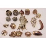 A quantity of white metal novelty pieces in the form of fruits and vegetables, (17)
