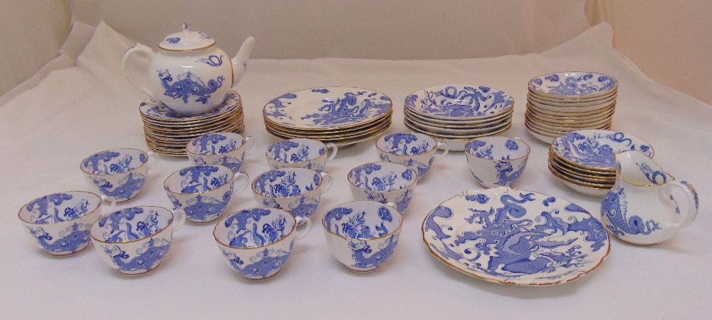 Royal Worcester blue and white chinoiserie style decoration dinner and teaset to include bowls,