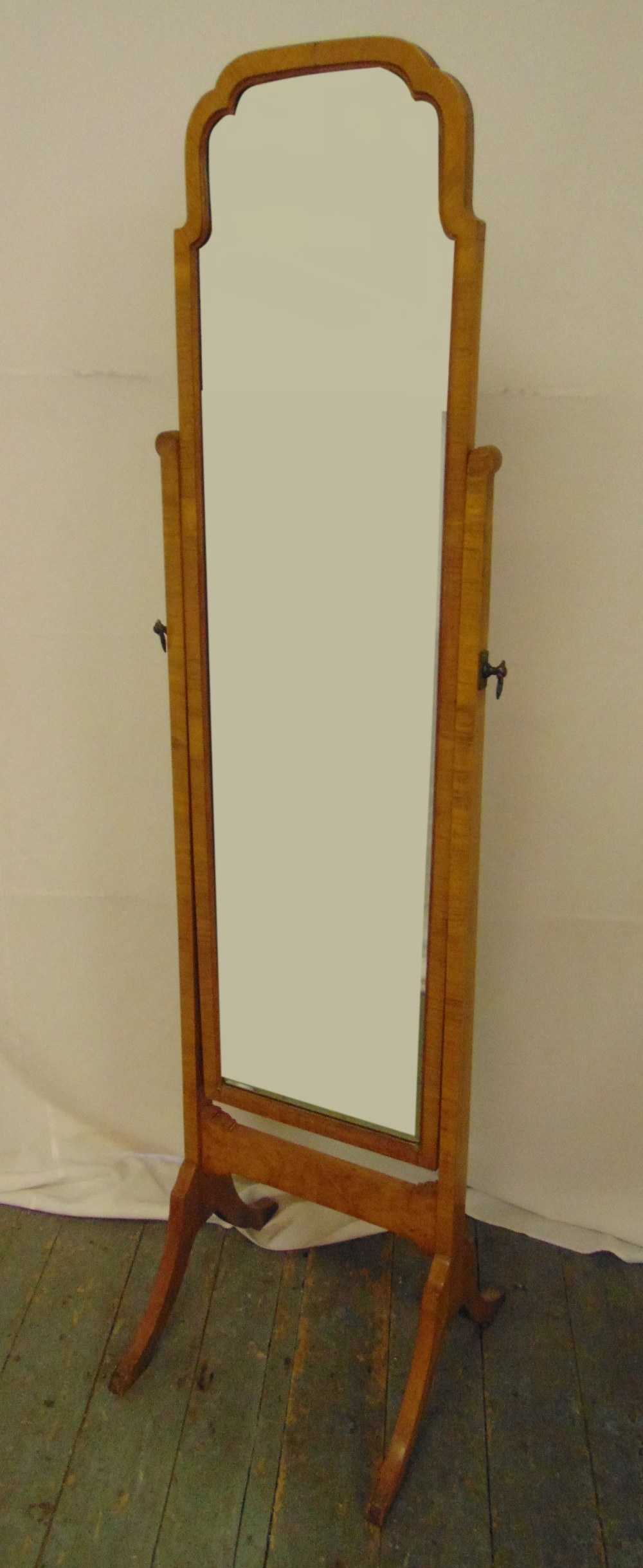 An Edwardian rectangular mahogany cheval mirror on four outswept supports, 163 x 41 x 44cm