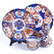 A group of Japanese Imari ceramics, including tea bowl with 4 character mark, double-gourd vase