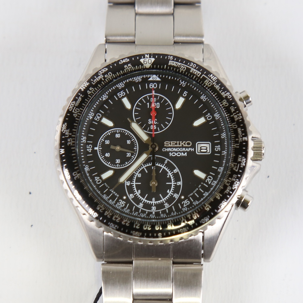 SEIKO - a stainless steel Flightmaster Pilot quartz chronograph wristwatch, red. SND253P1, black