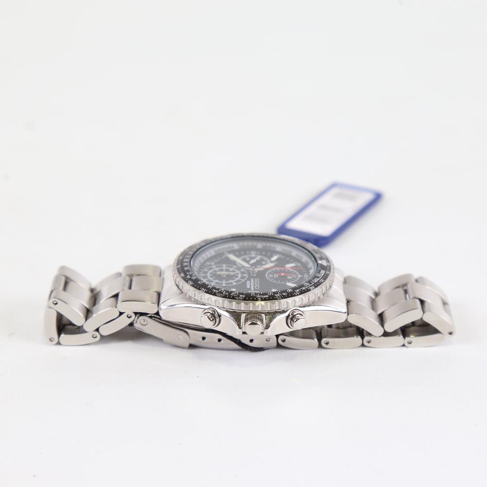 SEIKO - a stainless steel Flightmaster Pilot quartz chronograph wristwatch, red. SND253P1, black - Image 4 of 5