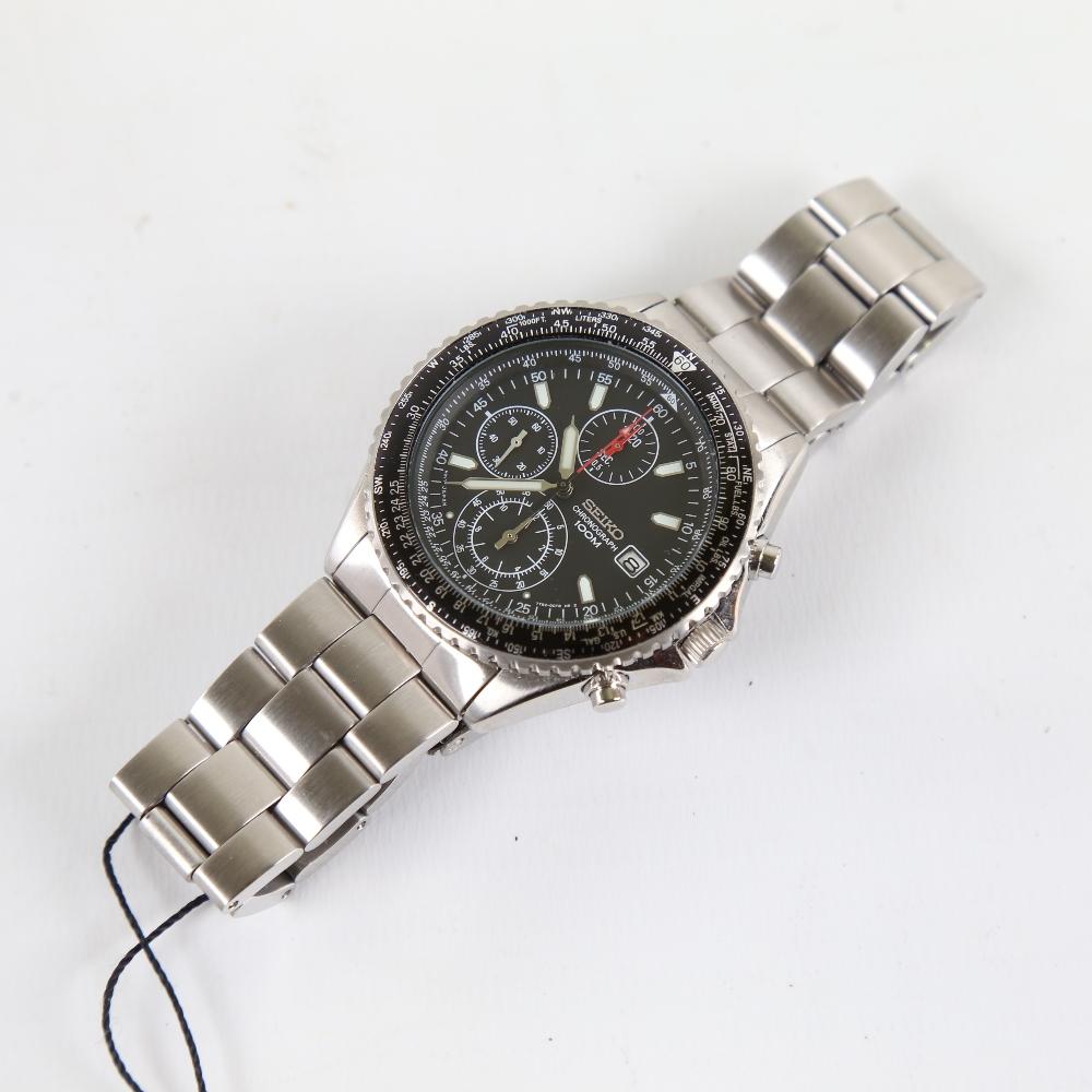 SEIKO - a stainless steel Flightmaster Pilot quartz chronograph wristwatch, red. SND253P1, black - Image 2 of 5