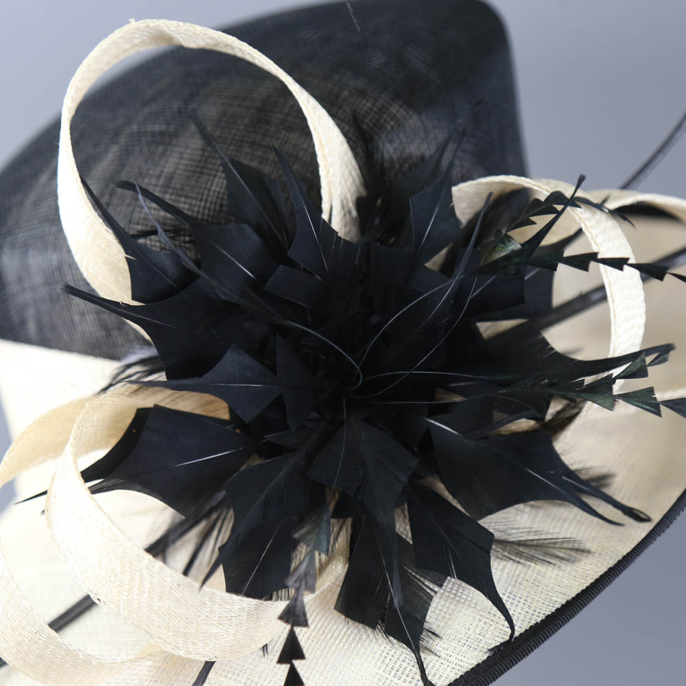 Black and ivory occasion hat, with feather and twirl detail, internal circumference 55cm, brim width - Image 4 of 7