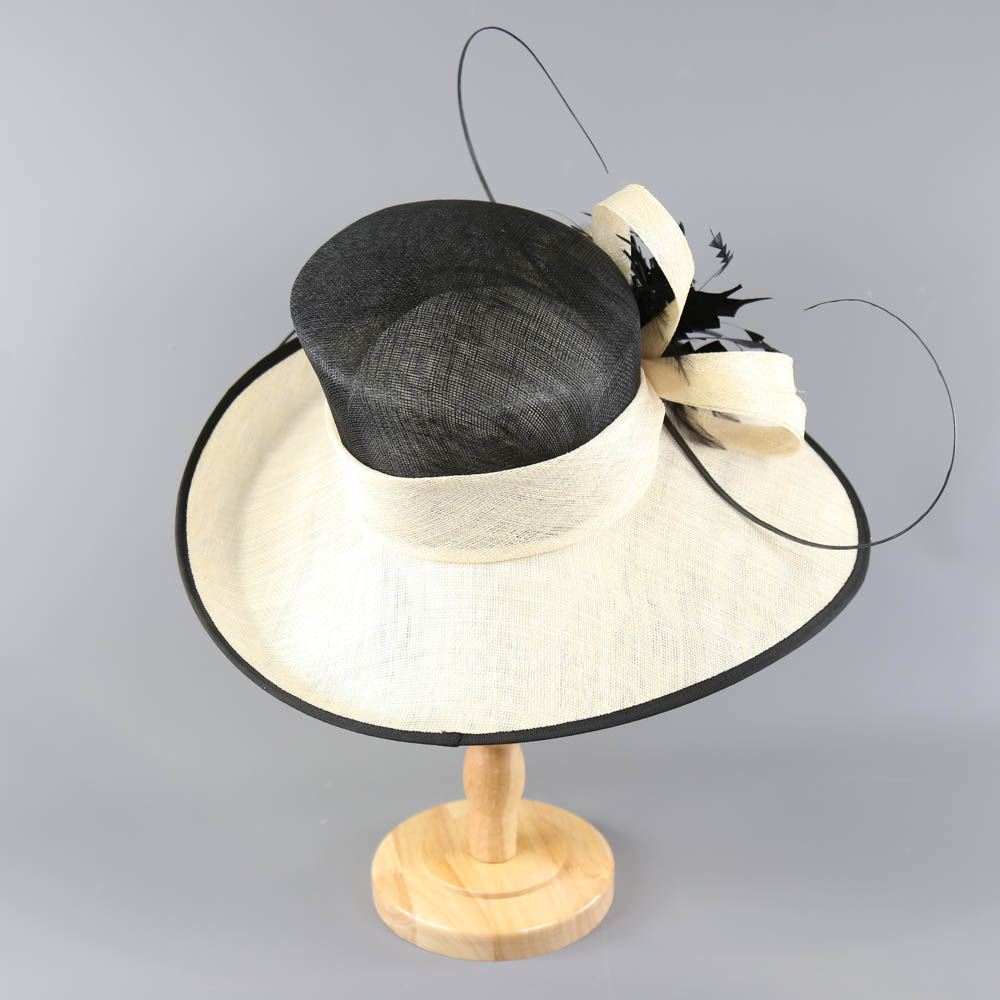 Black and ivory occasion hat, with feather and twirl detail, internal circumference 55cm, brim width - Image 3 of 7