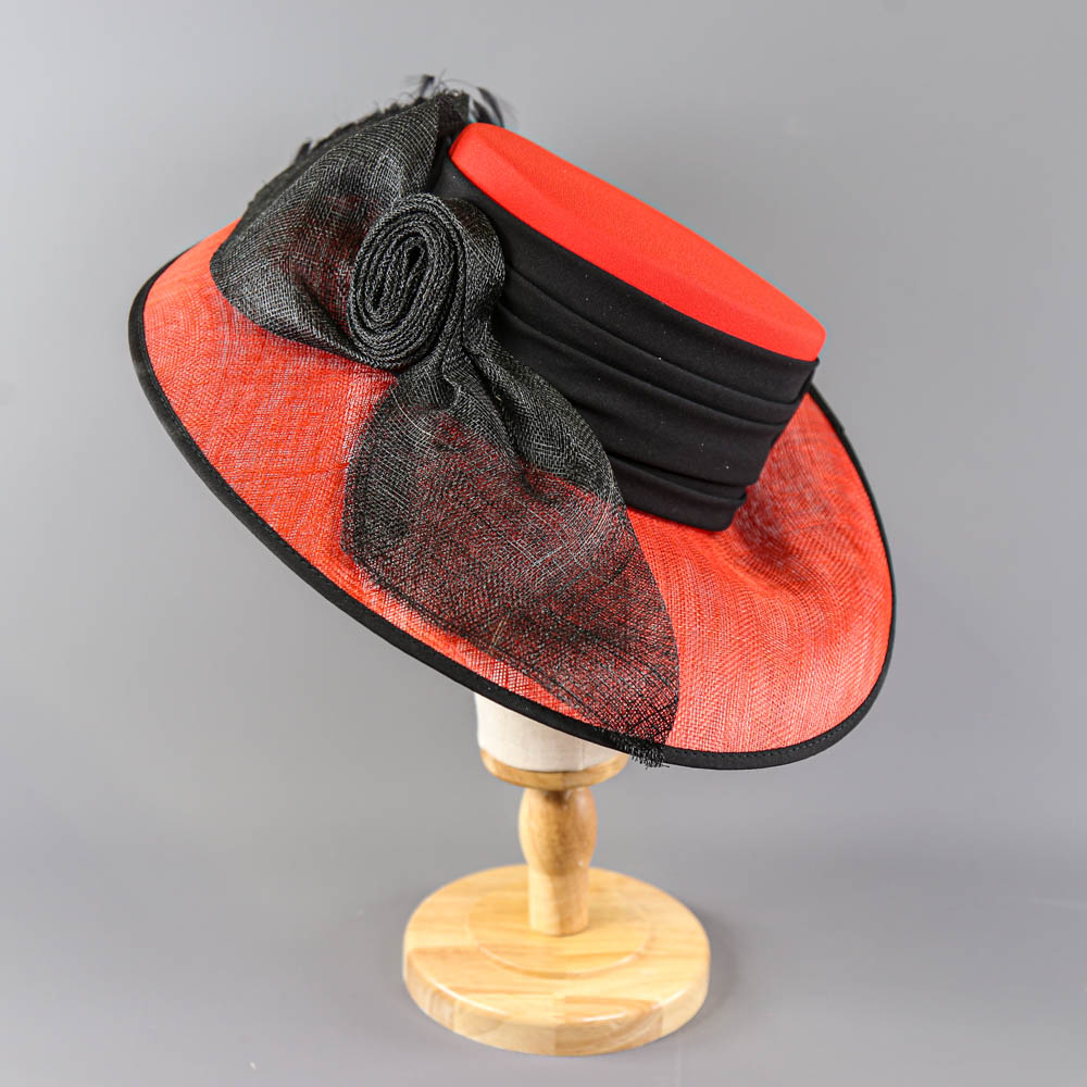 CAPPELLI CONDICI - Red and black occasion hat, with feather detail, internal circumference 55cm, - Image 2 of 8