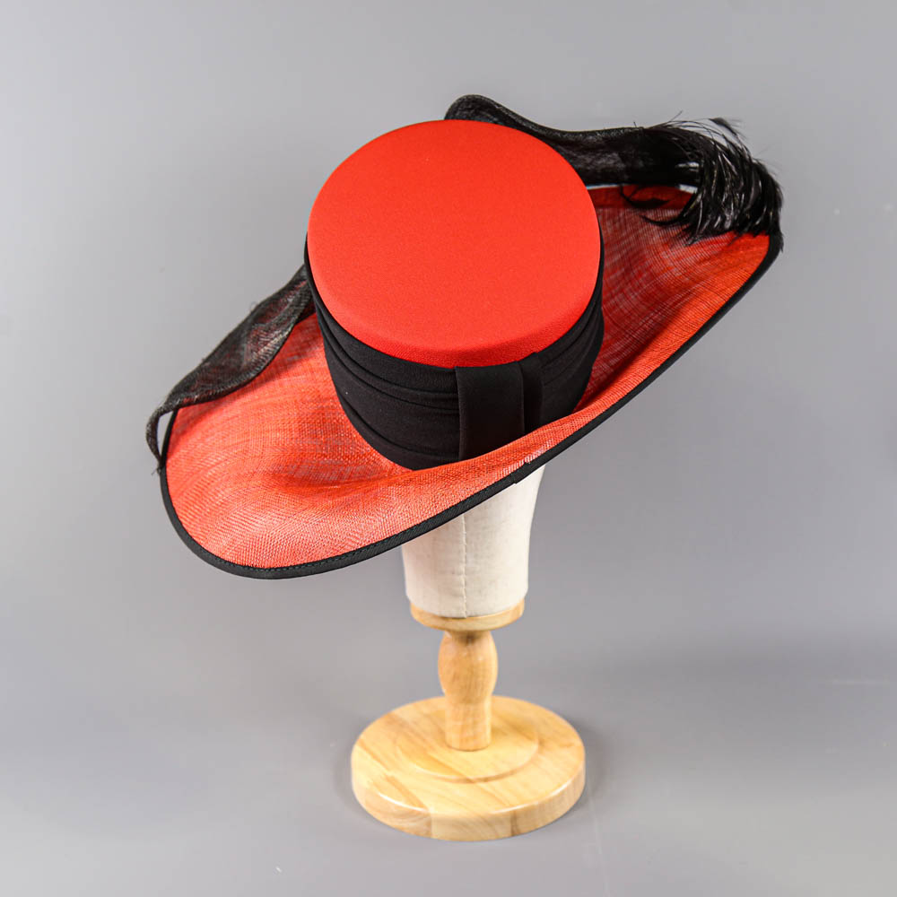 CAPPELLI CONDICI - Red and black occasion hat, with feather detail, internal circumference 55cm, - Image 3 of 8