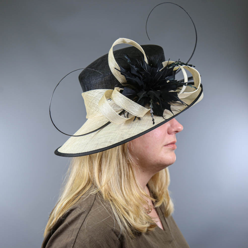 Black and ivory occasion hat, with feather and twirl detail, internal circumference 55cm, brim width - Image 7 of 7