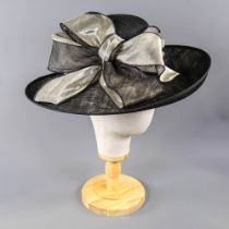 PETER BETTLEY LONDON - Black and metallic gold occasion hat, with bow detail, internal circumference