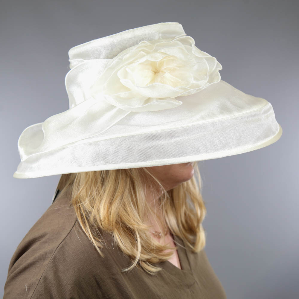 SUZANNE BENTTLEY LONDON - Light ivory organza occasion hat, with flower detail, internal - Image 7 of 7