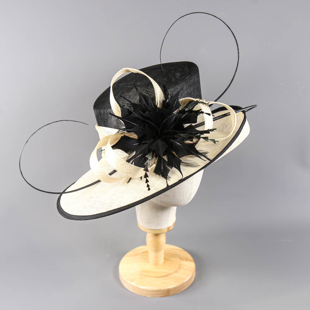 Black and ivory occasion hat, with feather and twirl detail, internal circumference 55cm, brim width - Image 2 of 7