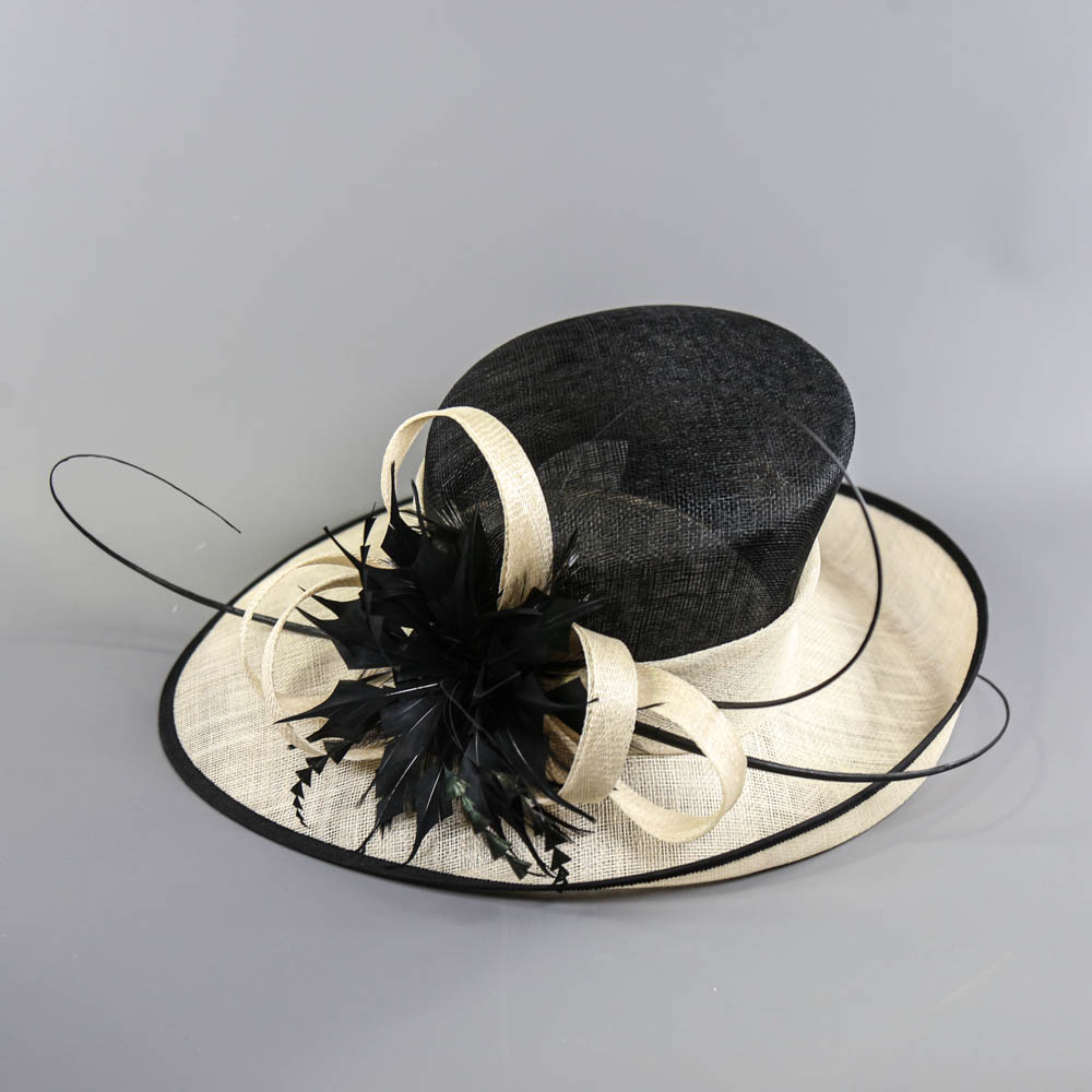 Black and ivory occasion hat, with feather and twirl detail, internal circumference 55cm, brim width - Image 6 of 7