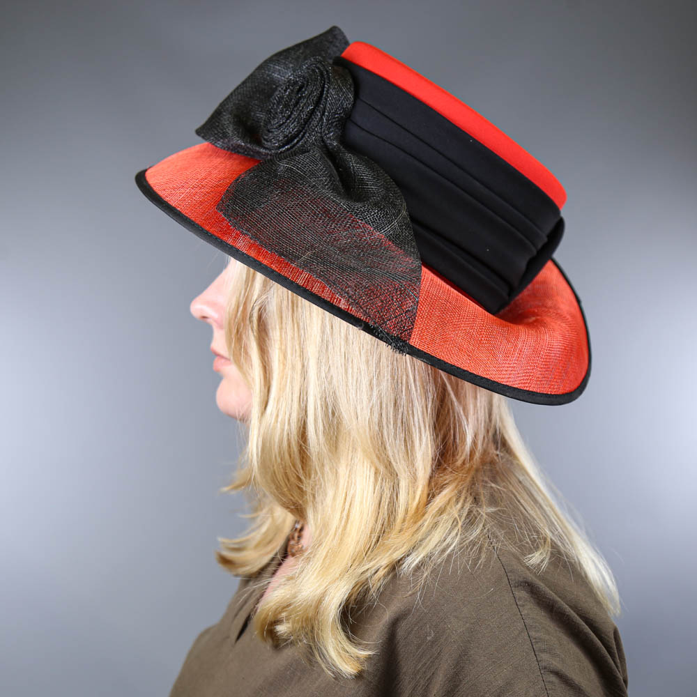 CAPPELLI CONDICI - Red and black occasion hat, with feather detail, internal circumference 55cm, - Image 4 of 8