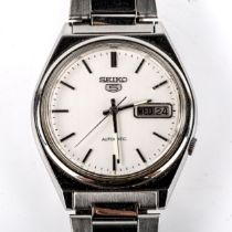 SEIKO 5 - a Vintage stainless steel automatic bracelet watch, ref. 7009-3140, silvered dial with