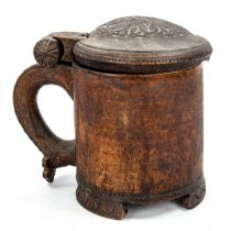 A Norwegian birch peg tankard, 18th or 19th century, the domed lid carved in low relief depicting