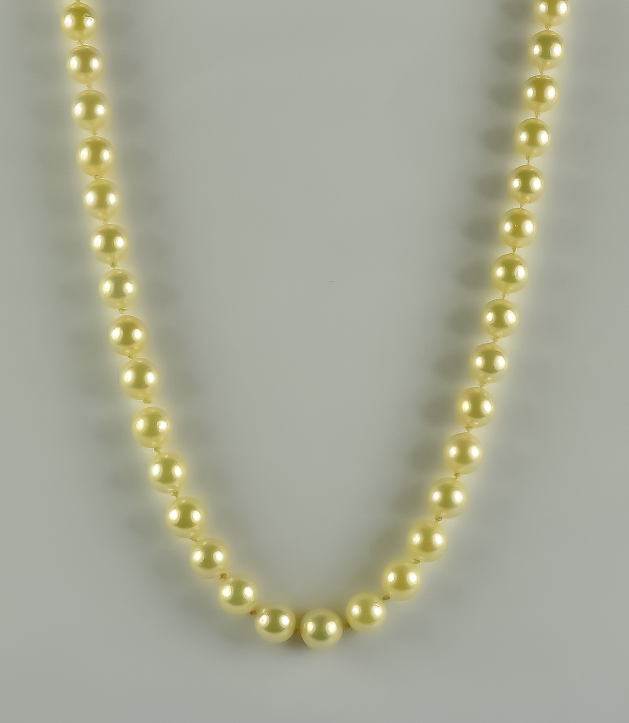 A String of Cultured Pearls, Modern, each pearl approximately 7mm diameter, 9ct gold clasp, 480mm