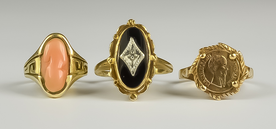 Three 9ct Gold Rings, two gem set, one set with a small coin, sizes O, M, I, total gross weight 8g