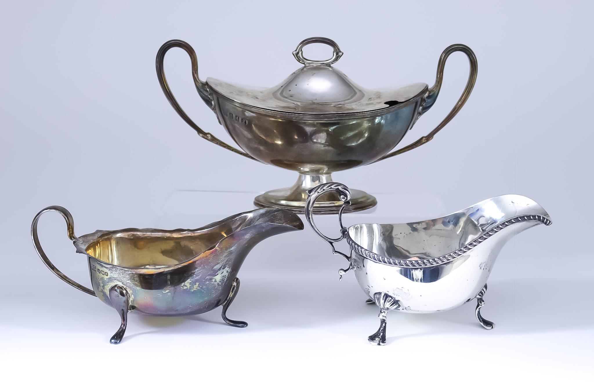 An Edward VII Silver Oval Two-Handled Sauce Tureen and Cover and Two Silver Sauce Boats, the sauce